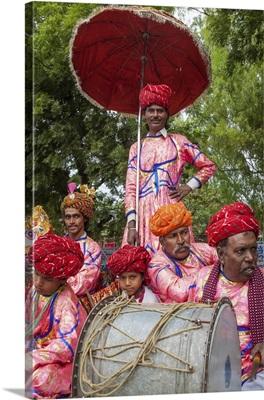 India, Rajasthan, Colorful float performers at the Gangaur Festival in Bundi
