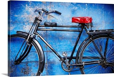 India, Rajasthan, Jodhpur, Bicycle in old city