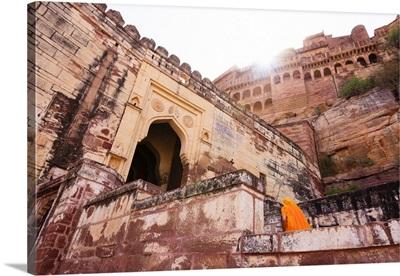 India, Rajasthan, Jodhpur, Traditionally dressed woman walking into Mehrangarh Fort