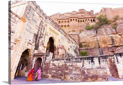 India, Rajasthan, Jodhpur, Women in colorful saris leaving the Mehrangarh Fort