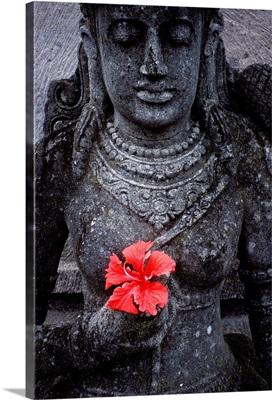 Indonesia, Bali, Garden staues at hotel in Ubud area