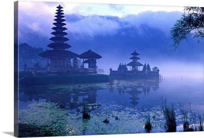 Indonesia, Bali, Lake Bratan, Pura Ulun Danau Bratan temple