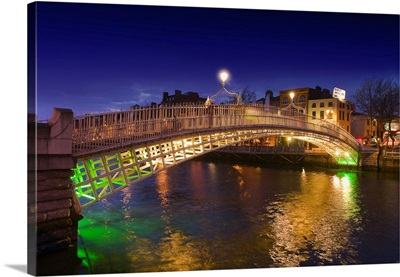 Ireland, Dublin, Half Penny bridge by night