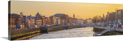 Ireland, Dublin, Ha'penny Bridge at sunset