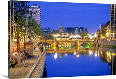 Ireland, Dublin, Liffey river and O'Connell Bridge