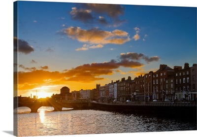 Ireland, Dublin, Liffey riverside at sunset