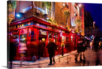 Ireland, Dublin, Temple bar by night