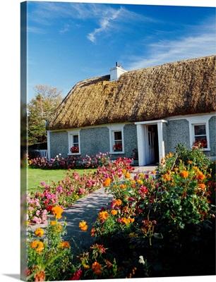 Ireland, Galway, Irish cottage