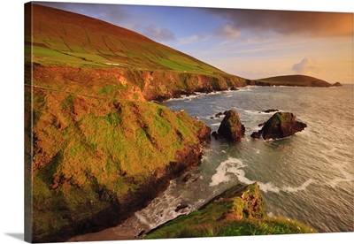 Ireland, Kerry, View of the cliffs at Slea Head, Ireland's westernmost point