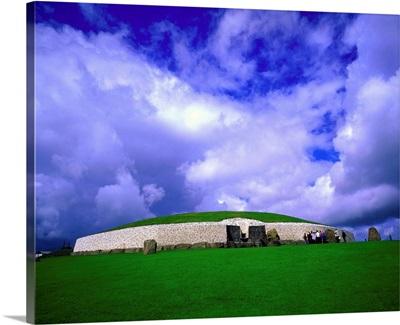 Ireland, Meath, Newgrange prehistoric site, neolithic passage tomb