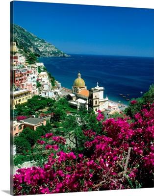 Italy, Campania, Positano, view over town and coast, Amalfi coast