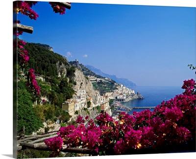 Italy, Campania, Tyrrhenian coast, Peninsula of Sorrento, Amalfi, View of the village