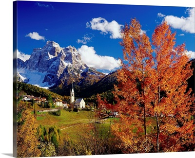 Italy, Dolomites, Mt. Pelmo, Cadore, Santa Lucia village and Mount Pelmo