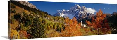Italy, Dolomites, Pelmo, Colle Santa Lucia, village towards Mount Pelmo