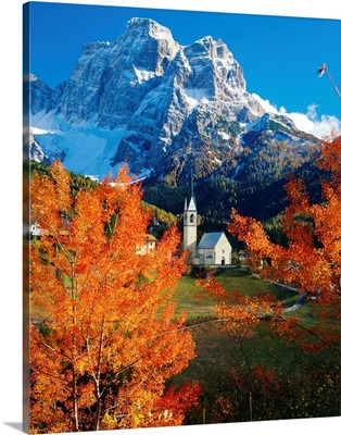 Italy, Dolomites, Pelmo, Colle Santa Lucia village, view towards Mount Pelmo