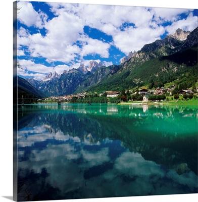 Italy, Dolomites, Tre Cime, Cadore, Auronzo, lake Santa Catarina and Drei Zinnen