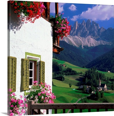 Italy, Dolomites, Val di Funes, view towards the Odle Range (Geisler Gruppe)