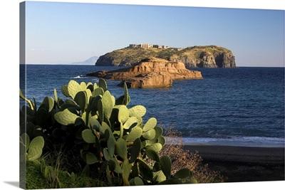 Italy, Isole Ponziane, Tyrrhenian sea, coast, Santo Stefano seen from Cala Nave