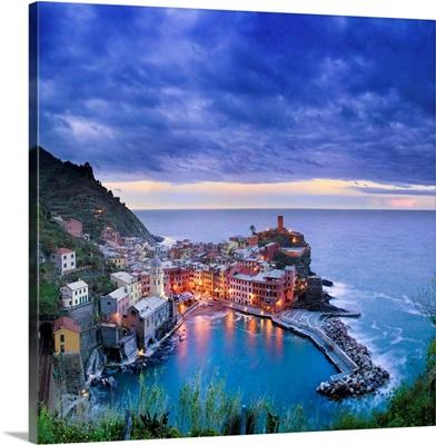 Italy, Liguria, Cinque Terre, View of Vernazza