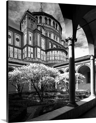 Italy, Lombardy, Milan, Santa Maria delle Grazie, the little cloister and Basilica