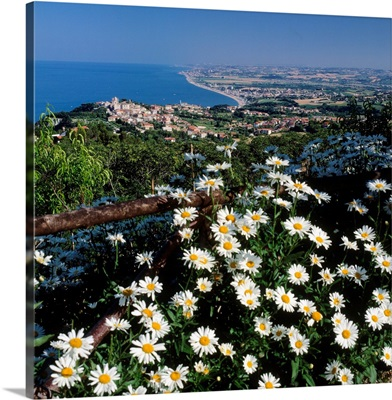 Italy, Marche, view from Monte Conero towards Sirolo, Numana and Porto Recanati