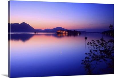 Italy, Piedmont, Lake Maggiore, Borromean Islands, The Isola Bella at dawn