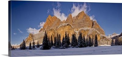 Italy, South Tyrol, Armentarola, Plan dal'Ega and Piz Dles Conturines