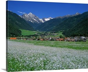 huge discount 22a51 e869a Italy, South Tyrol, Val Pusteria, Valdaora di Mezzo (Mitter-Olang)