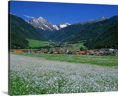Italy, South Tyrol, Val Pusteria, Valdaora di Mezzo (Mitter-Olang)