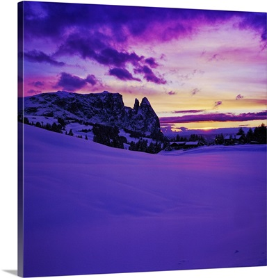 Italy, Trentino-Alto Adige, Alpe di Siusi, Sciliar at sunset