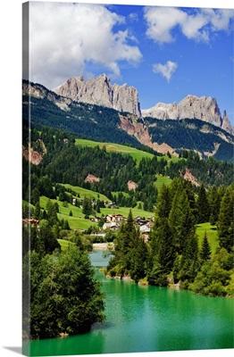 Italy, Trentino, Val di Fassa, Dolomites, View of the lake near Soraga