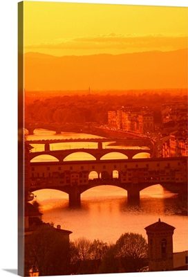 Italy, Tuscany, Florence, Ponte Vecchio and Arno river