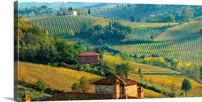 Italy, Tuscany, Hills near San Gimignano