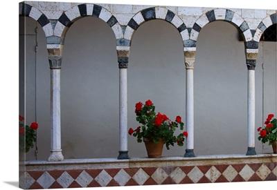 Italy, Tuscany, Siena district, Abbey Santa Mustiola, cloister