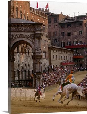 Italy, Tuscany, Siena, Piazza del Campo, horse-race at Palio