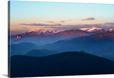 Italy, Umbria, Apennines, Terni district, Valnerina, View at sunset during the winter