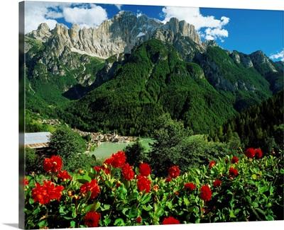 Italy, Veneto, Alleghe, Val Cordevole, Lago di Alleghe towards Mount Civetta