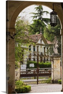 Italy, Veneto, Riviera del Brenta, Villa Barchessa Valmarana, view from Villa Widmann