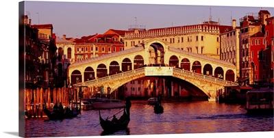 Italy, Veneto, Venice, Canal Grande and Ponte di Rialto