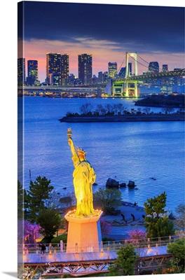 Japan, Tokyo, Minato, Rainbow Bridge And Replica Of The Statue Of Liberty In Odaiba