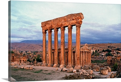 Lebanon, Beqaa`, Ba`labakk, Jove Temple, the six columns