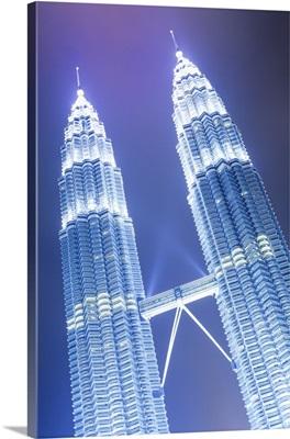 Malaysia, Kuala Lumpur, Petronas Towers and KLCC Kuala Lumpur City Centre at night