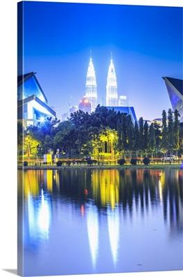 Malaysia, Kuala Lumpur, Petronas Towers, Petronas Towers at night