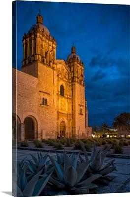 Mexico, Oaxaca, Oaxaca, Exterior of Iglesia de Santo Domingo at night
