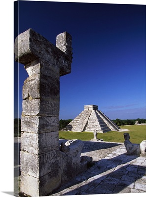 Mexico, Yucatan, Chichen Itza, The Pyramid of Kukulcan from the Warriors Temple