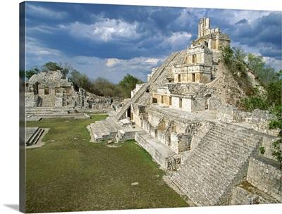 Mexico, Yucatan, Edzna Maya, the Five Floors Temple and the Square