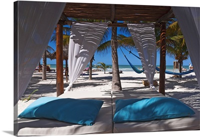 Mexico, Yucatan, Holbox, Tropics, Canopy bed on a beach