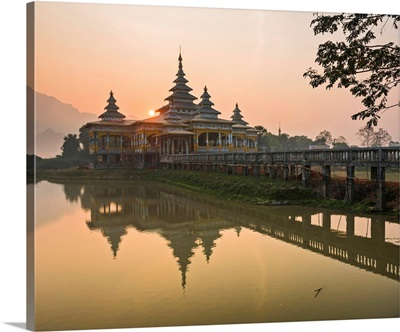 Myanmar, Kayin, Buddhist Temple Reflected In The Middle Of A Lake At Sunrise In Hpa An