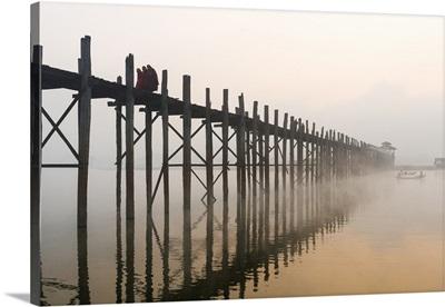 Myanmar, Mandalay, Amarapura, Monks crossing the U Bien bridge in the morning mist