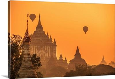 Myanmar, Mandalay, Bagan, Hot Air Balloons Over Gawdawpalin Temple At Sunrise